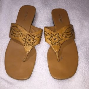 Aerosoles yellow sandals 10